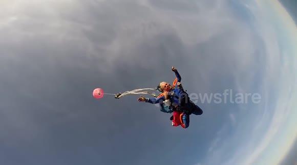 Newsflare - US skydiver has nightmare experience as