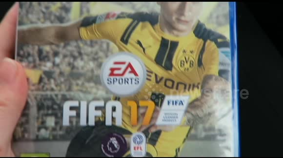 Woman winds up boyfriend with FIFA 17 prank