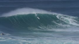Newsflare Us Surfer Escapes Terrifying Wipe Out In Series