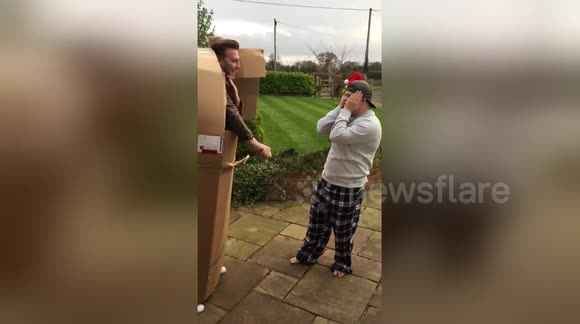 Man turns up on brother's doorstep in a cardboard box for Christmas
