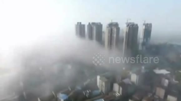 Radiation fog hovers above lake in southern China